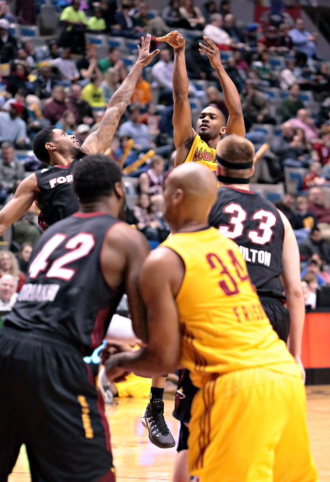 IMAGE: http://gerberphotos.smugmug.com/Sports-Events/Mad-Ants-20132014-/i-DBmw8tX/0/X2/5P1B6680-X2.jpg
